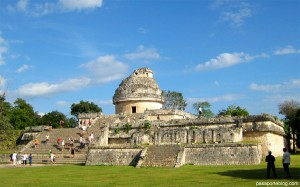 chichen itza observatorio 300x187 De turismo en la Península de Yucatán