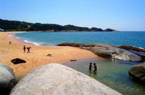 Piscinas naturales Praia Estaleiro Top 10 playas más bellas de Brasil