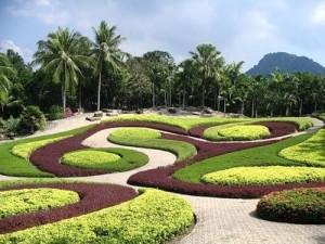 nong nooch park1 300x225 Nong Nooch Garden: un laberinto hecho jardín