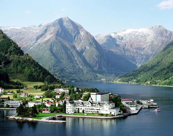 fiordo-pueblo,Noruega tour and tourism