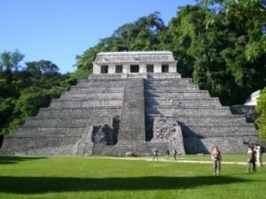 templo 300x225 La ciudad de Palenque